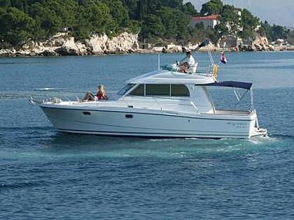 Antares 10.8 (CBM Realtime) - Rogoznica - Charter plovila Hrvatska