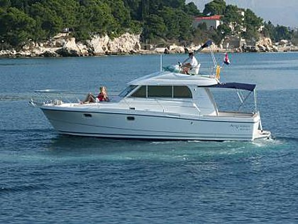 Antares 10.8 (CBM Realtime) - Rogoznica - Charter Boote Kroatien