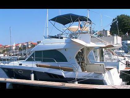 Antares 9.80 (CBM Realtime) - Šibenik - Charter plovila Hrvaška