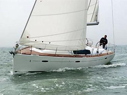 Beneteau Oceanis 43 (code:NAA 9) - Kastel Gomilica - Charter plovila Hrvaška