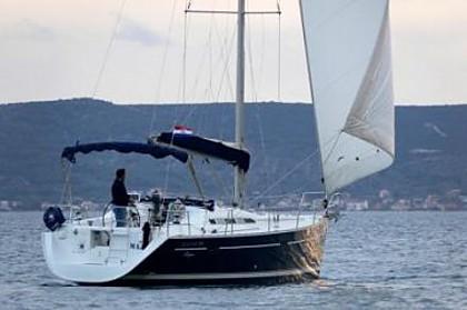 Beneteau Oceanis 393 (code:NAA 10) - Kastel Gomilica - Charter boten Kroatië