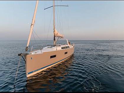 Oceanis 38 (CBM Realtime) - Trogir - Charter ships Croatia