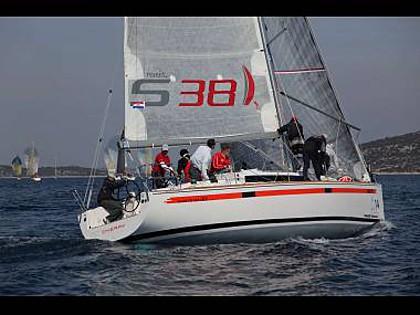 Salona 38 (CBM Realtime) - Primošten - Charter plavidlá Chorvátsko