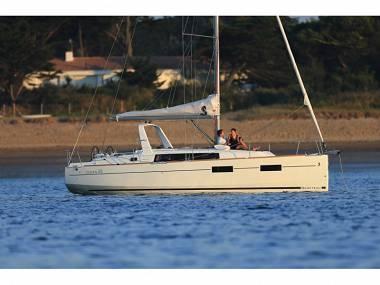 Oceanis 35 (CBM Realtime) - Split - Charter hajókHorvátország
