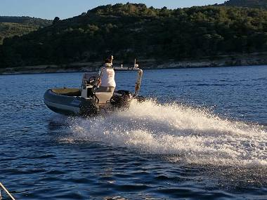 Quicksilver Activ 555 (CBM Realtime) - Trogir - Charter Boote Kroatien