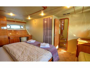 Ferreti 680  (CBM Realtime) - Zadar - Charter boten Kroatië