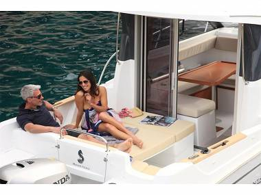 Beneteau Antares 7.80 (CBM Realtime) - Trget - Czarter statki Chorwacja