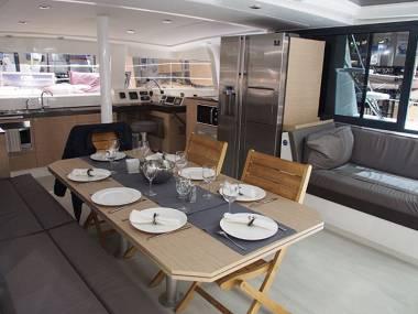Bali 4.3 (CBM Realtime) - Kastel Gomilica - Charter Boote Kroatien