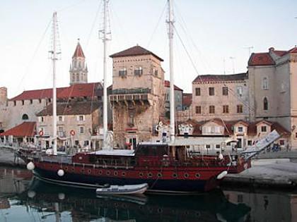 Gideon (code:PLA 788) - Trogir - Charter ships Croatia