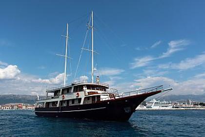 Custom Luna (code:PLA 816) - Krilo Jesenice - Charter hajókHorvátország