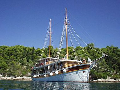 Mlini (code:PLA 811) - Split - Charter ships Croatia