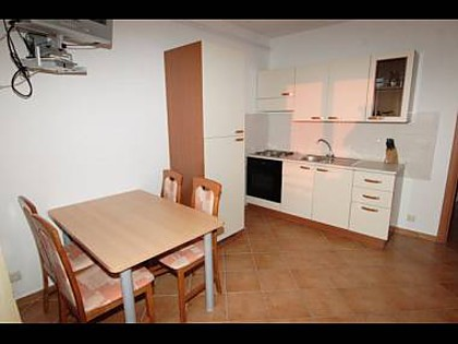 Apartment A4(2+2): kitchen and dining room