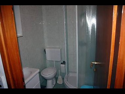 Apartment A1zeleni(2+1): bathroom with toilet