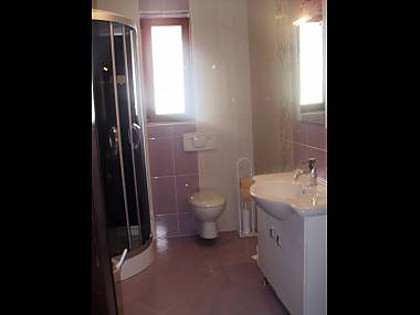 Apartment A1(4+1): bathroom with toilet