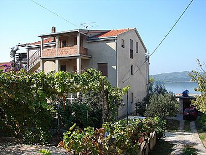 02212OKRG  - Okrug Gornji - Apartamenty Chorwacja