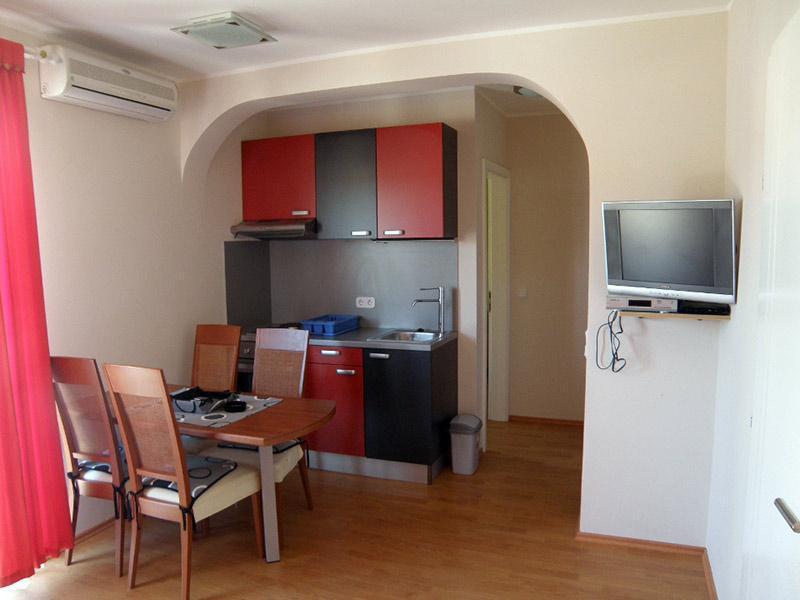7884  - Jezera - Apartments Croatia - A1(2+2): kitchen and dining room