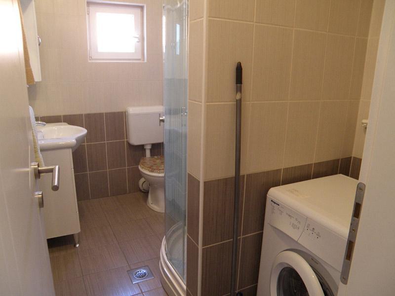 7884  - Jezera - Apartments Croatia - A2(2+2): bathroom with toilet