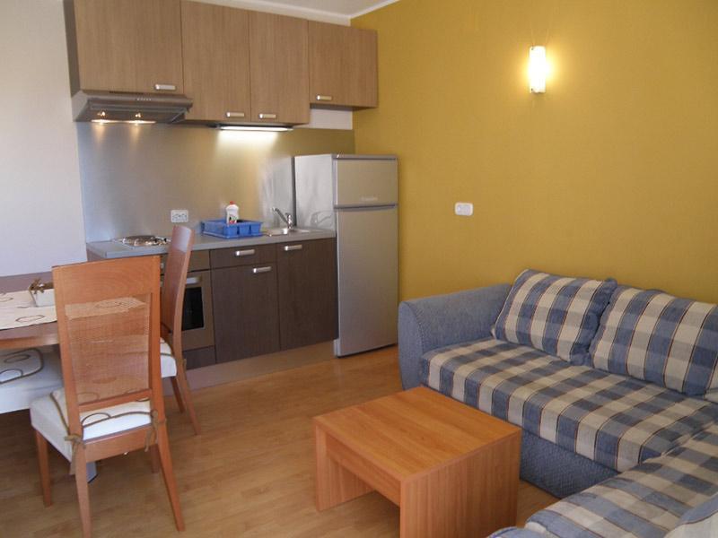 7884  - Jezera - Apartments Croatia - A2(2+2): kitchen and dining room