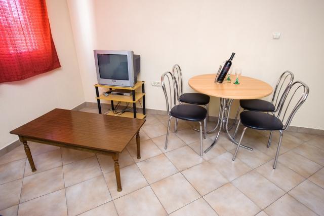 001TROG - Trogir - Appartements Croatie - A1(2+2): salle à manger