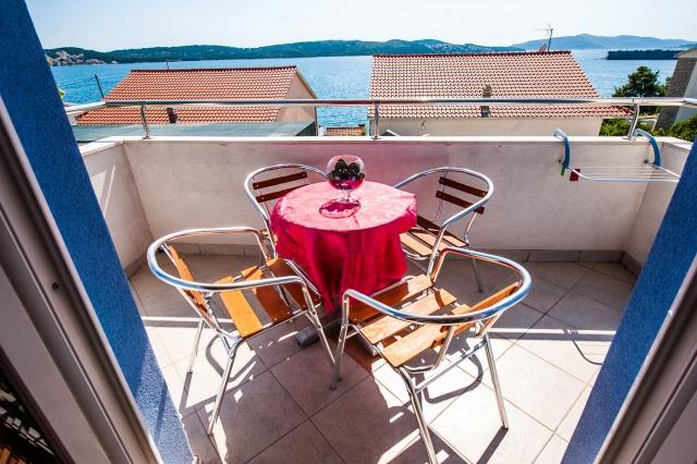 001TROG - Trogir - Appartements Croatie - A1(2+2): terrasse couverte