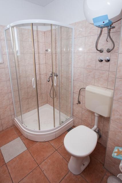 001TROG - Trogir - Appartements Croatie - A2(2+2): salle de bain W-C