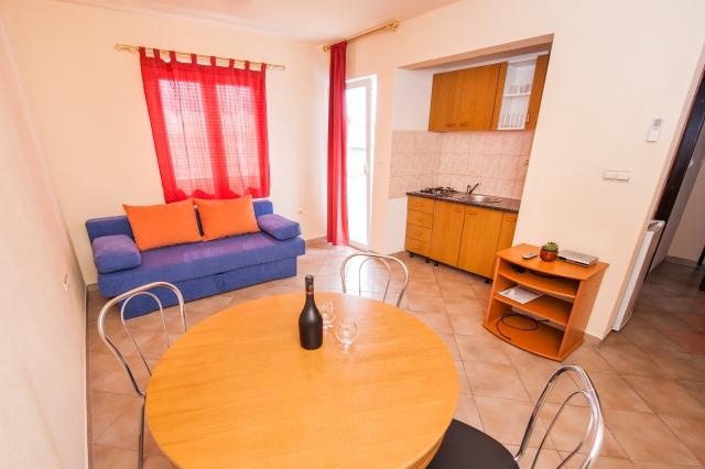 001TROG - Trogir - Appartements Croatie - A2(2+2): salle à manger