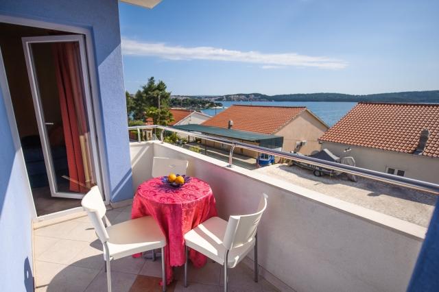 001TROG - Trogir - Appartements Croatie - A2(2+2): terrasse couverte