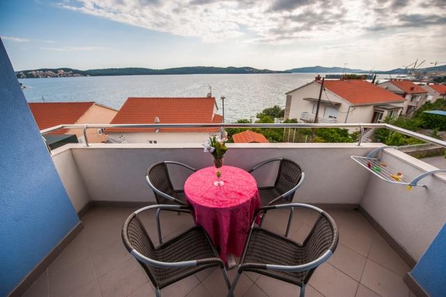 001TROG - Trogir - Appartements Croatie - A4(2+2): terrasse couverte