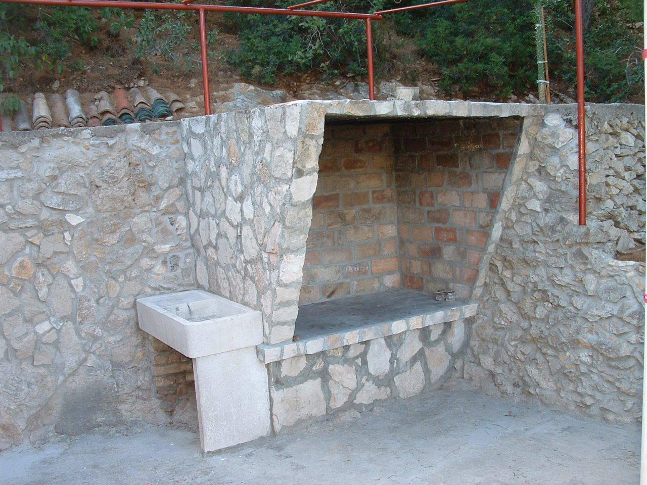 00104USTO  - Baia Stoncica (Vis) - Case vacanze, ville Croazia - H(4): la griglia (casa e dintorni)