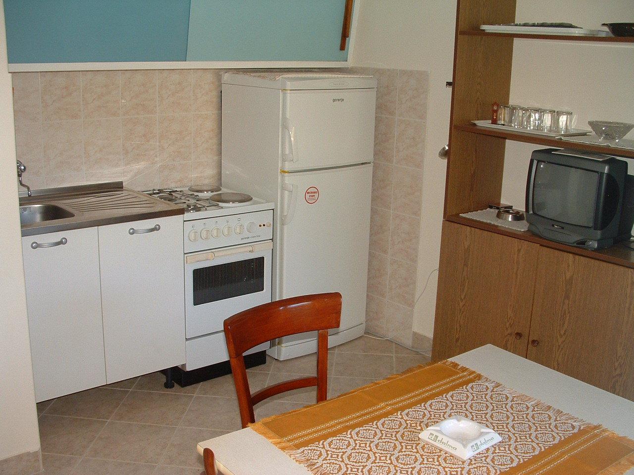00104USTO  - Baia Stoncica (Vis) - Case vacanze, ville Croazia - H(4): la cucina con la sala da pranzo