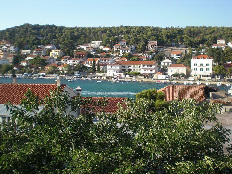 8105  - Tisno - Ferienwohnungen Kroatien