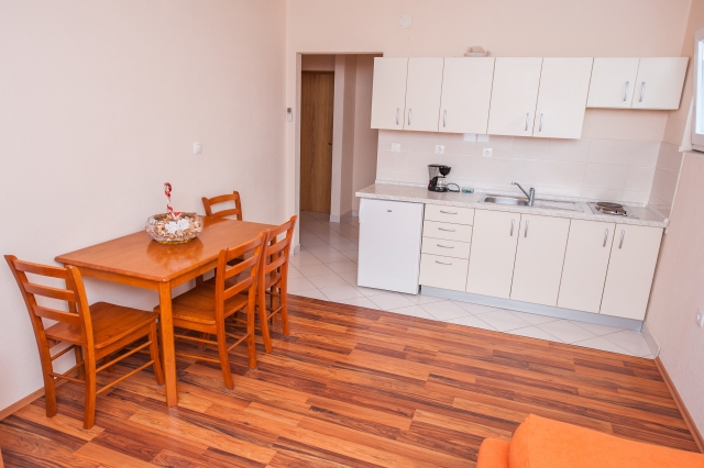001TROG - Trogir - Appartements Croatie - A6(2+2): salle à manger
