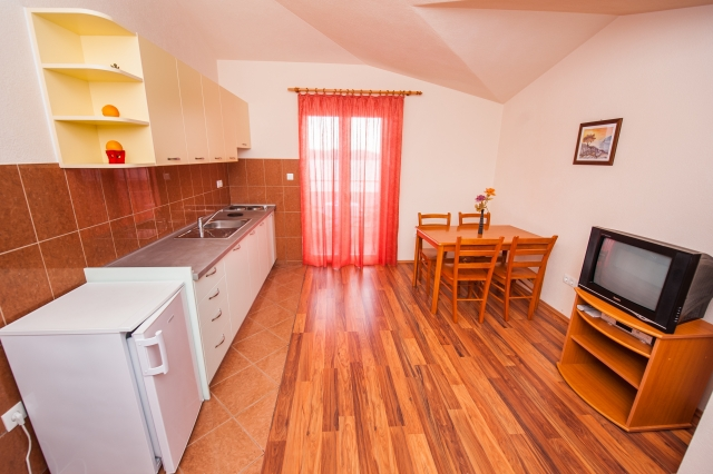 001TROG - Trogir - Appartements Croatie - A7(2+2): cuisine salle à manger