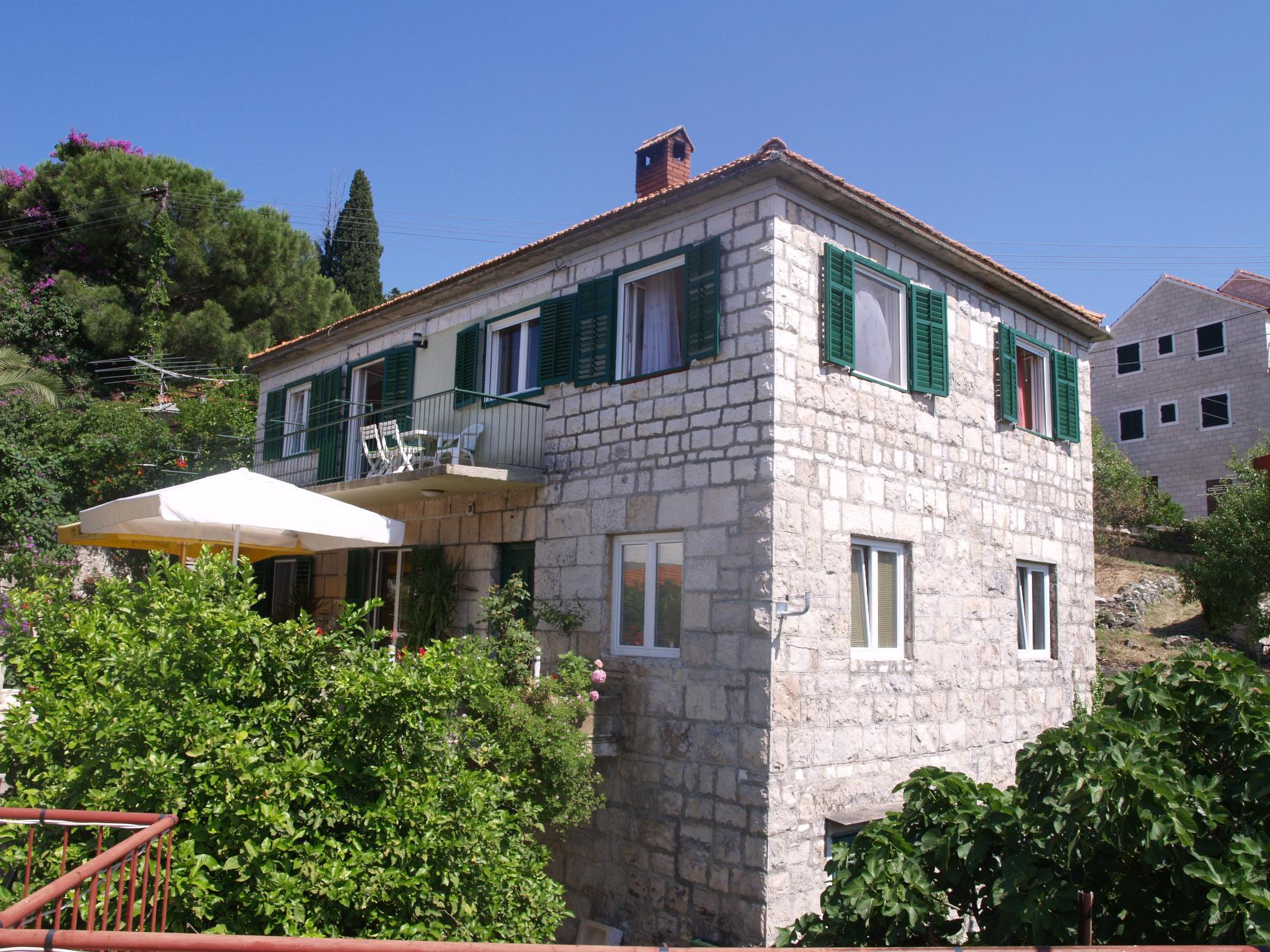 00701SPLI - Splitska - Apartments Croatia