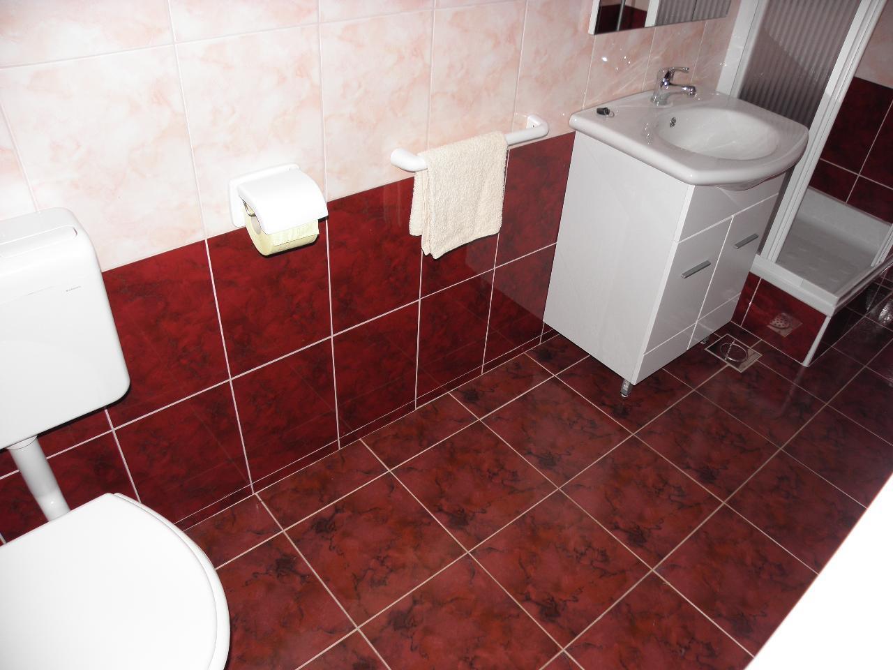 Gorda - Zadar - Appartamenti Croazia - A2(2): il bagno con la toilette