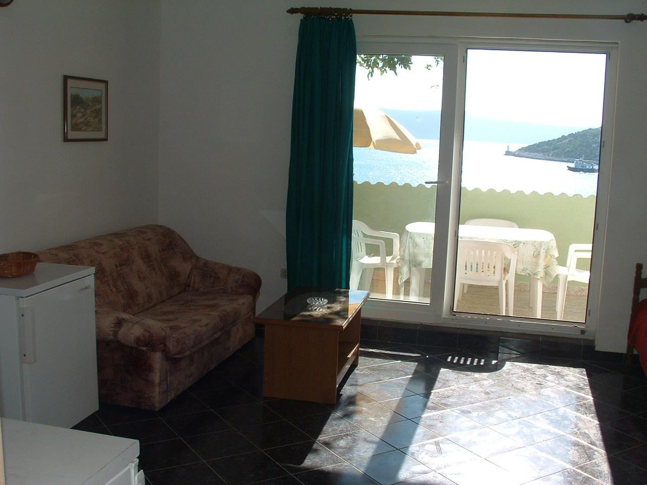 Ante Č - Vinisce - Appartementen Kroatië - A2(2+2): woonkamer