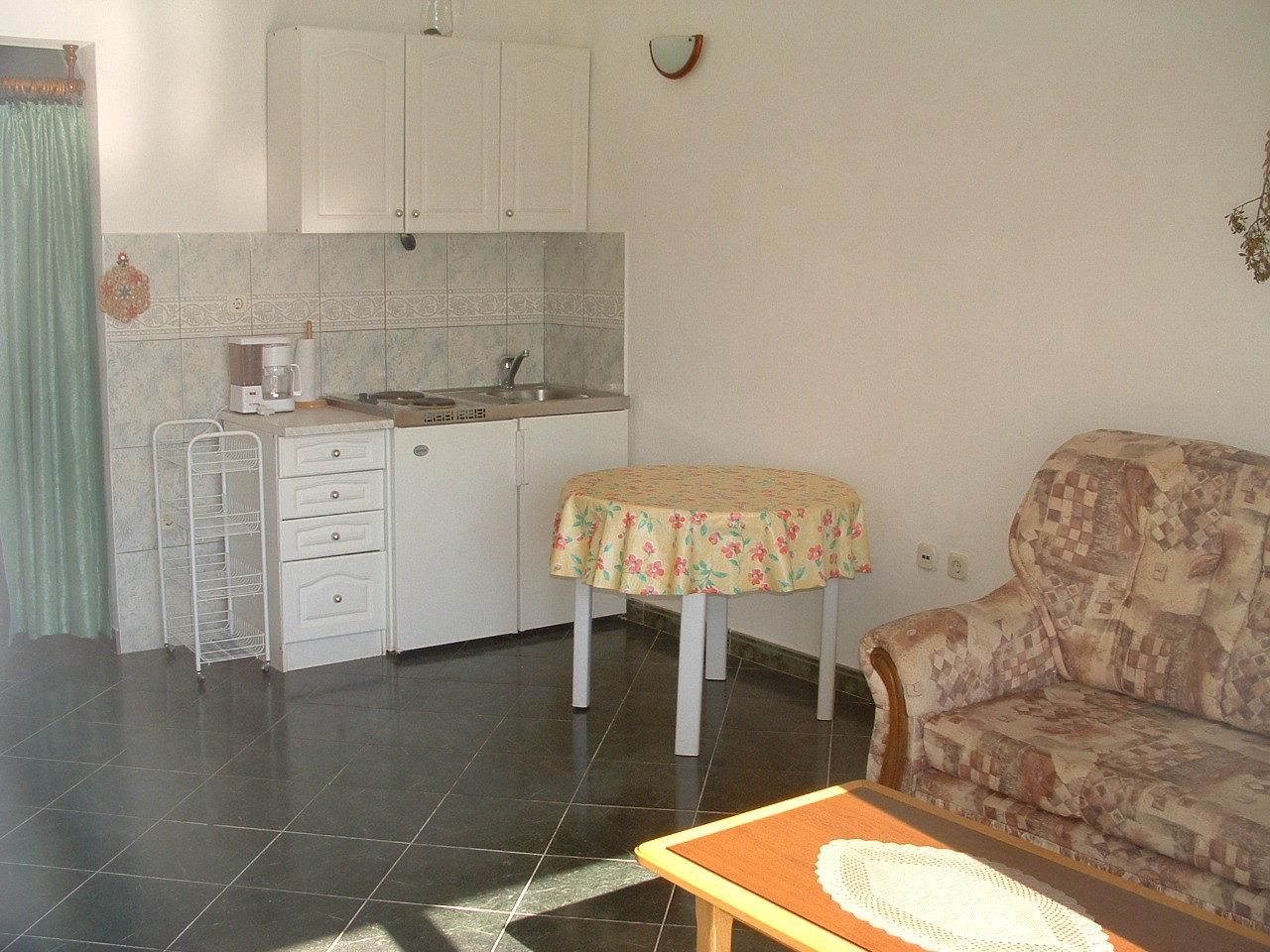 Ante Č - Vinisce - Appartementen Kroatië - A5(2+2): keuken en eetkamer