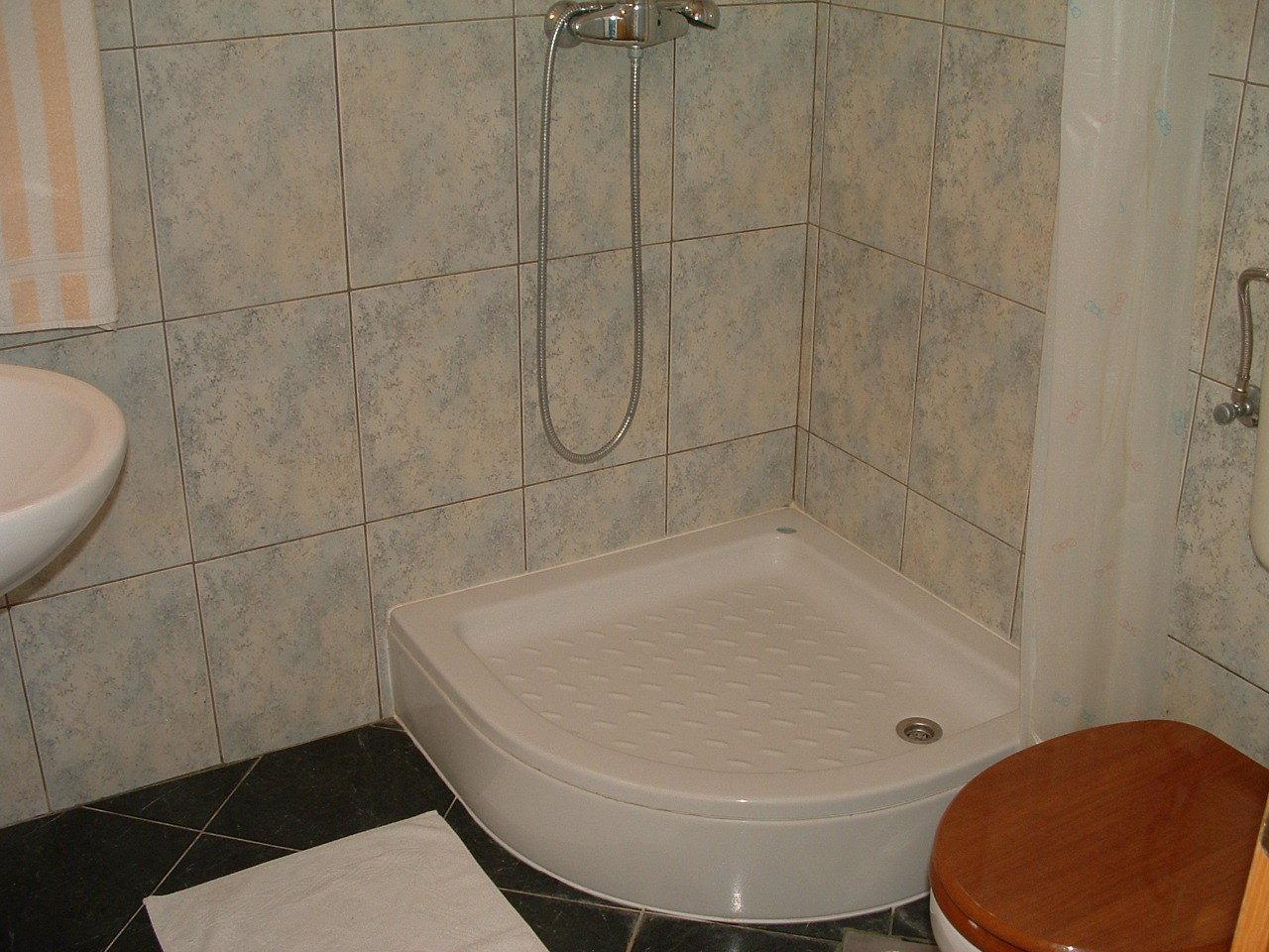 Ante Č - Vinisce - Appartementen Kroatië - A6(3): badkamer met toilet