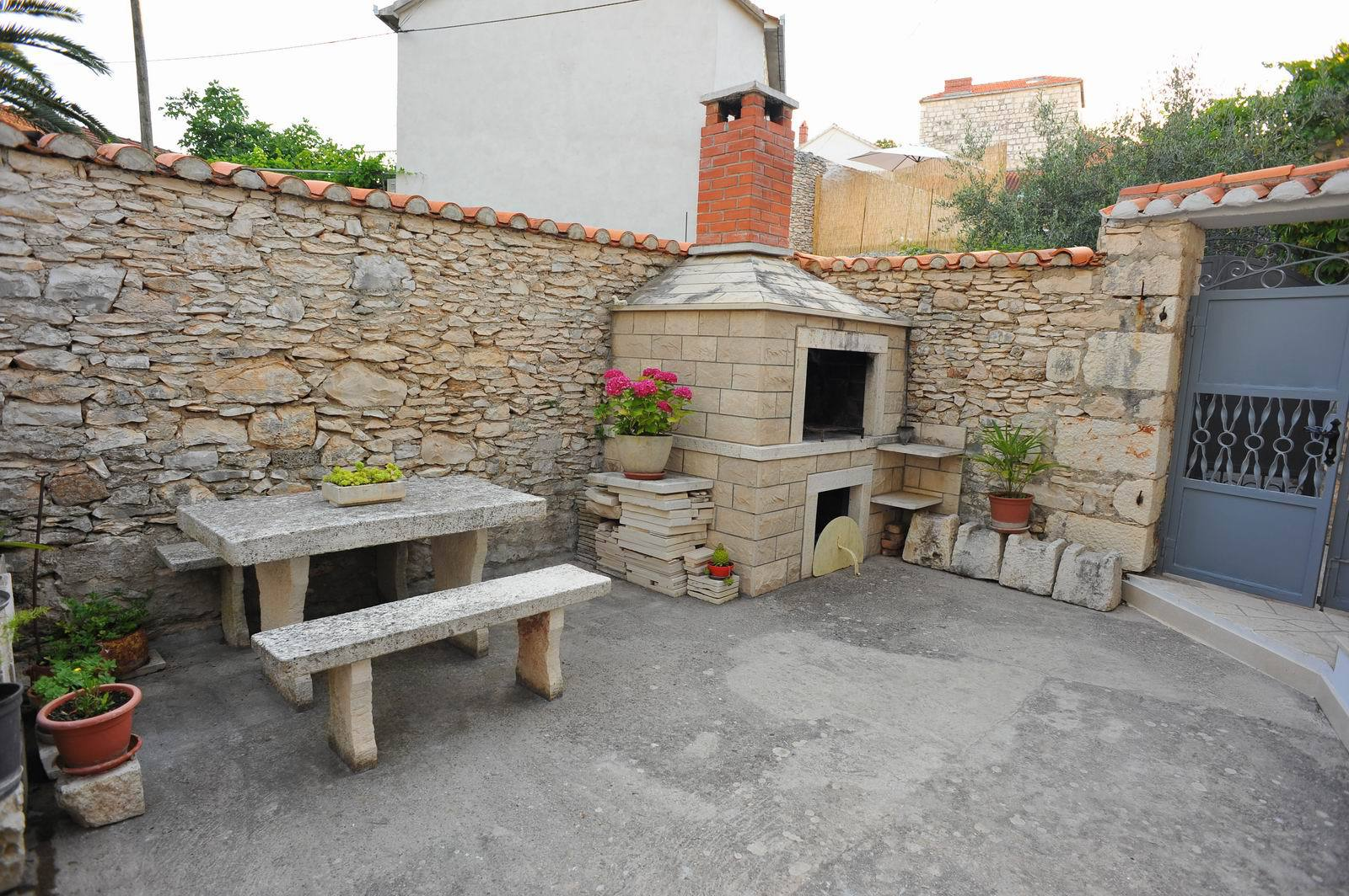 01501SUTI - Sutivan - Appartements Croatie - komin