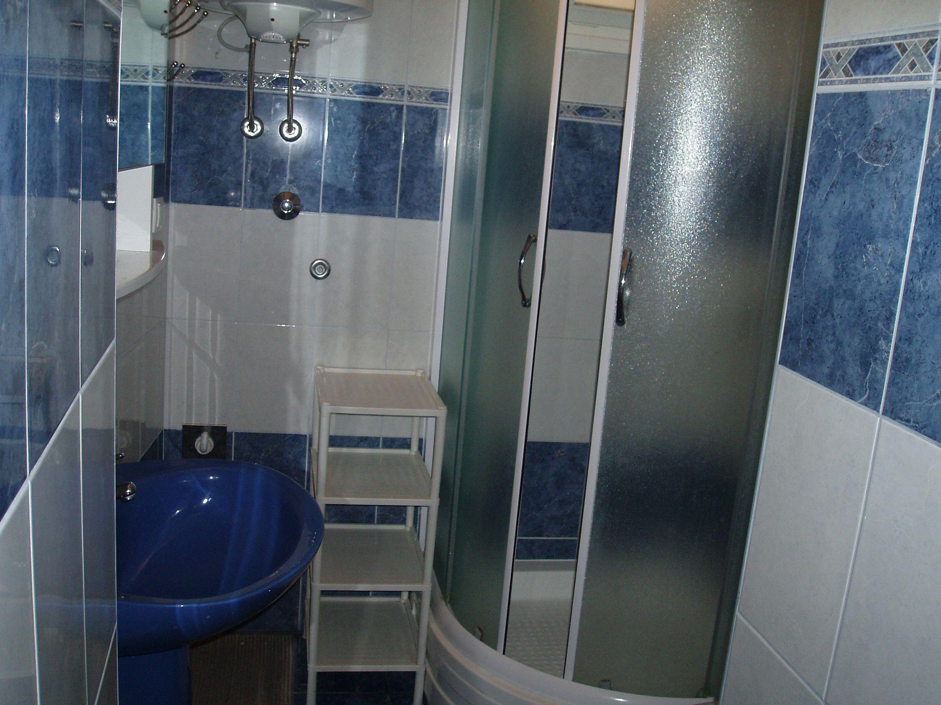 01501SUTI - Sutivan - Appartements Croatie - A1(6): salle de bain W-C