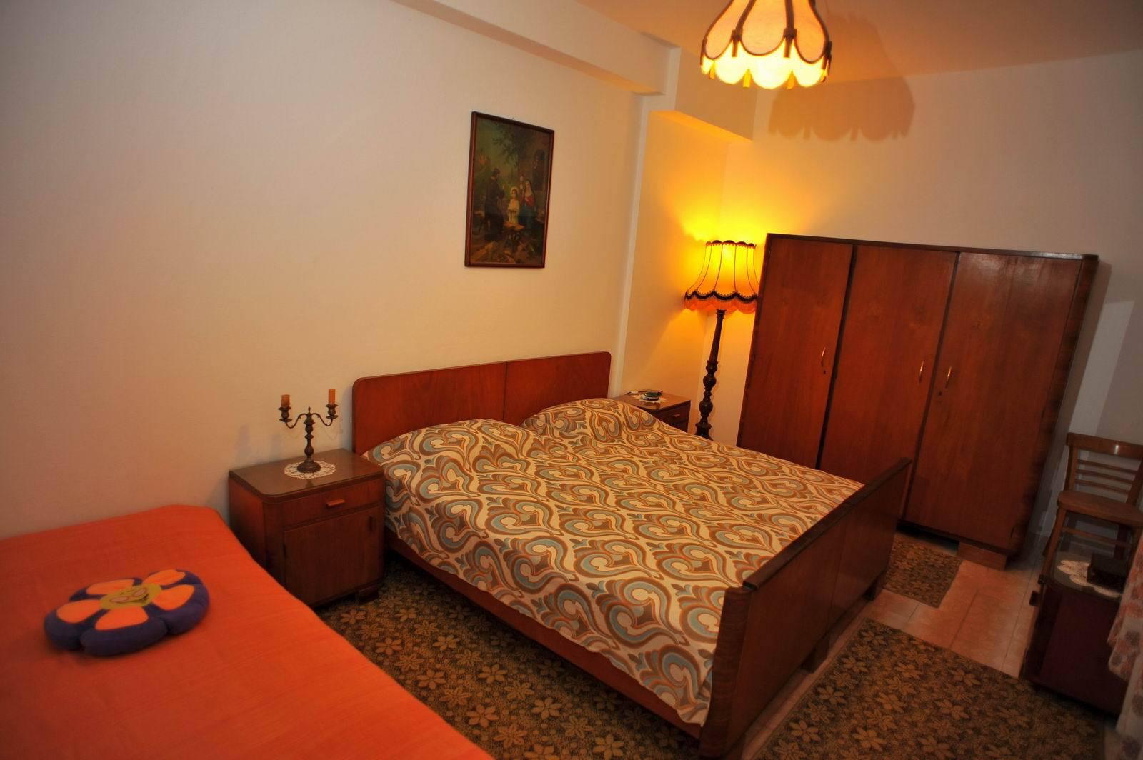 01501SUTI - Sutivan - Appartements Croatie - A1(6): chambre à coucher