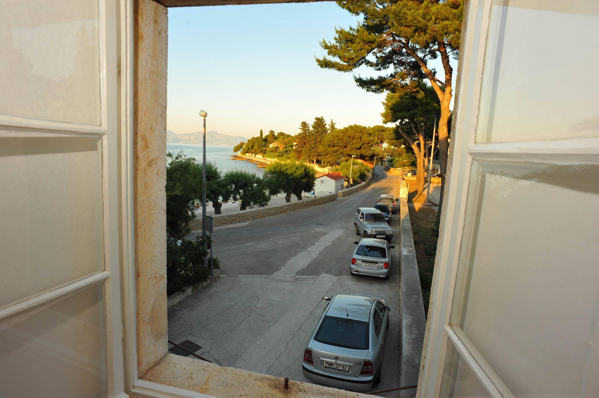 01501SUTI - Sutivan - Appartements Croatie - A2(6): vue de la fenêtre