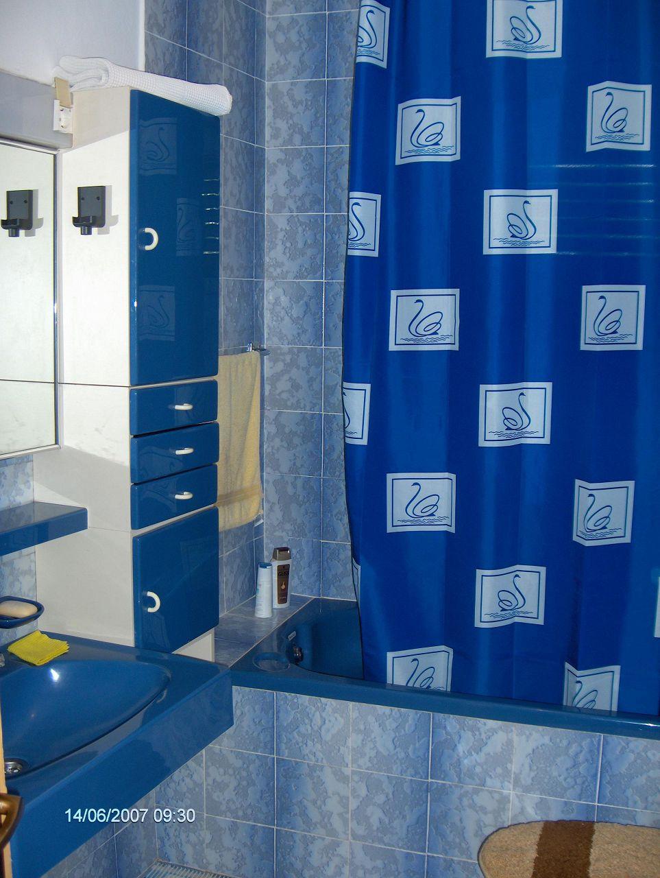 0203VRBO - Vrboska - Appartementen Kroatië - R2(2): badkamer met toilet