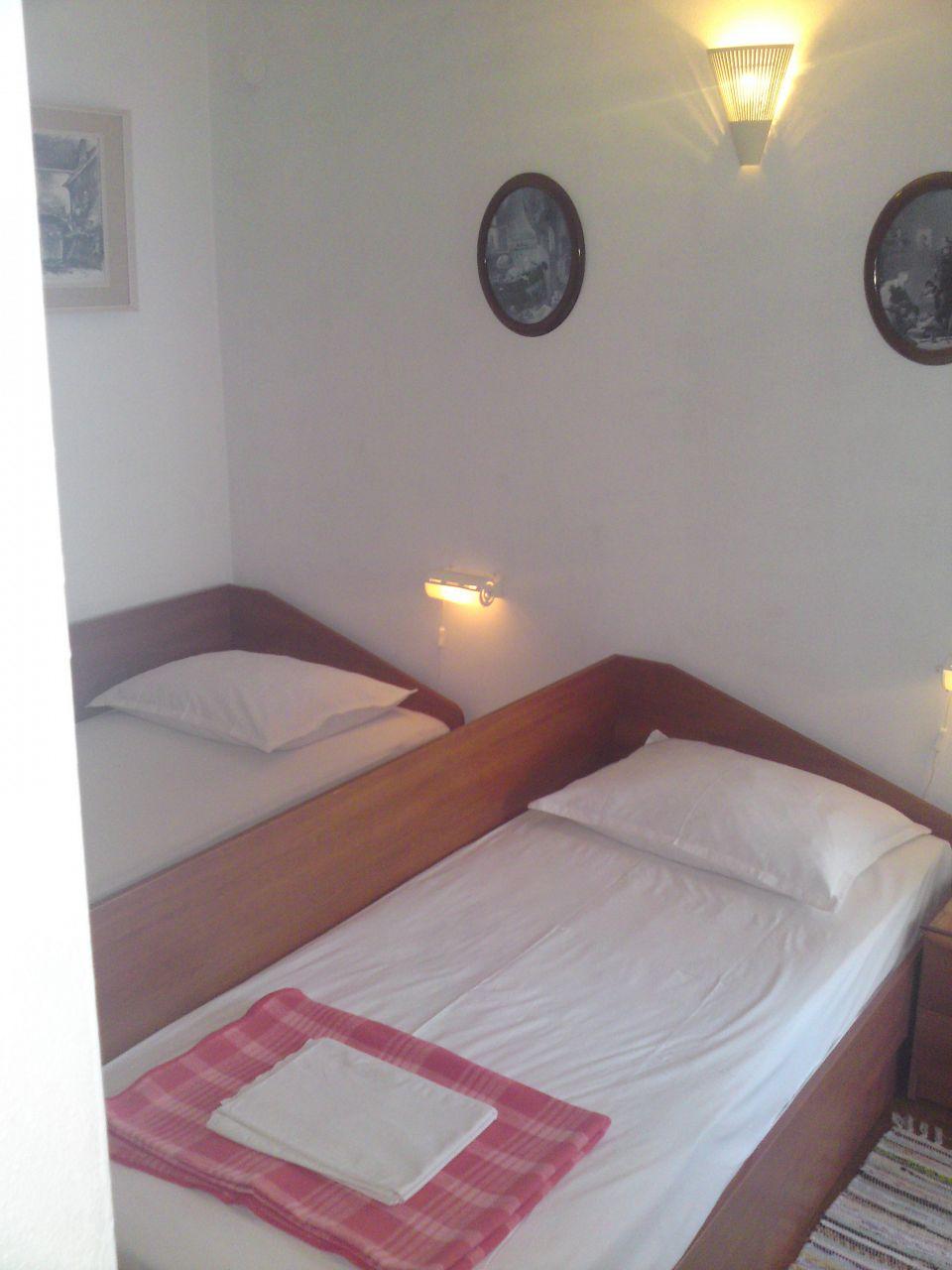 00209PISA  - Pisak - Ferienwohnungen Kroatien - A2 Istok (2+2): Schlafzimmer