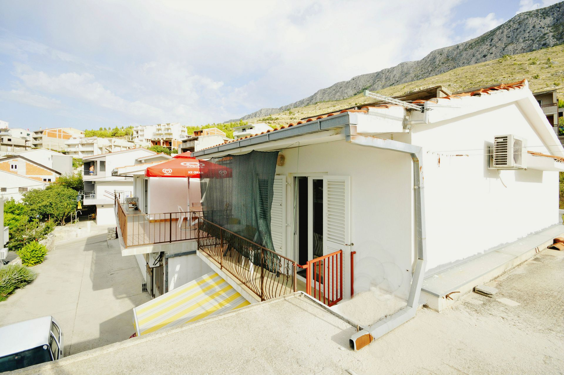 Apartments, Dugi Rat, Riviera Omiš  - Apartments  VR