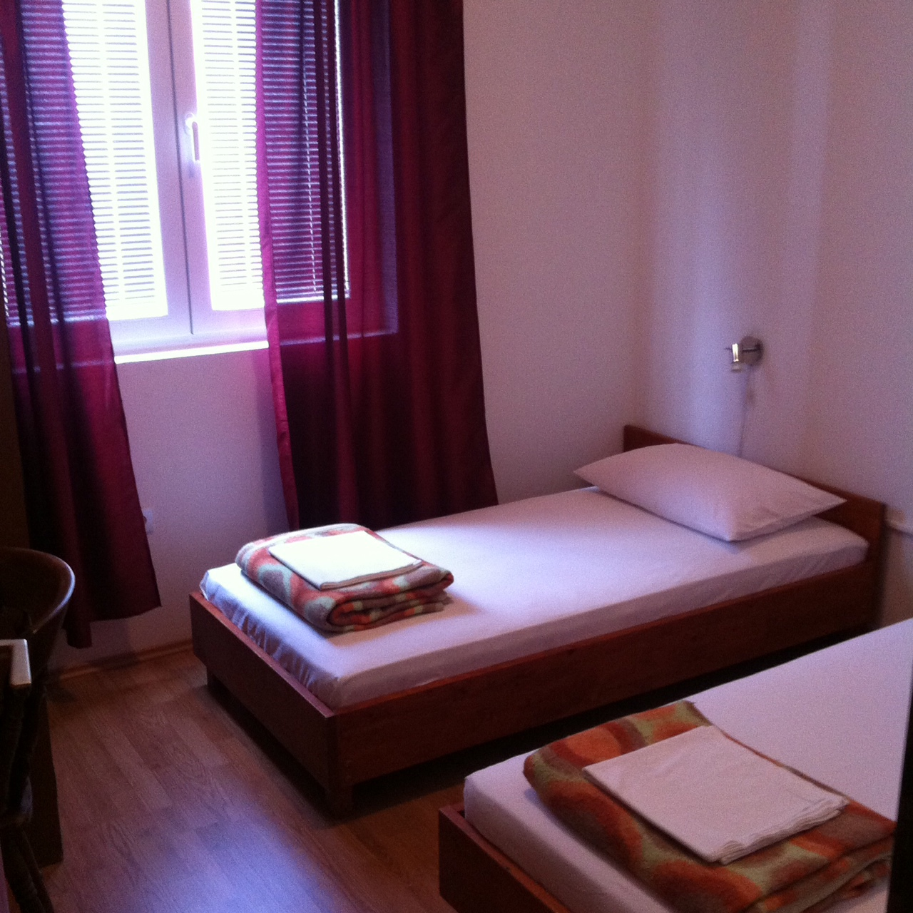 01010TISN - Tisno - Apartmaji Hrvaška - A1(4+1): spalnica