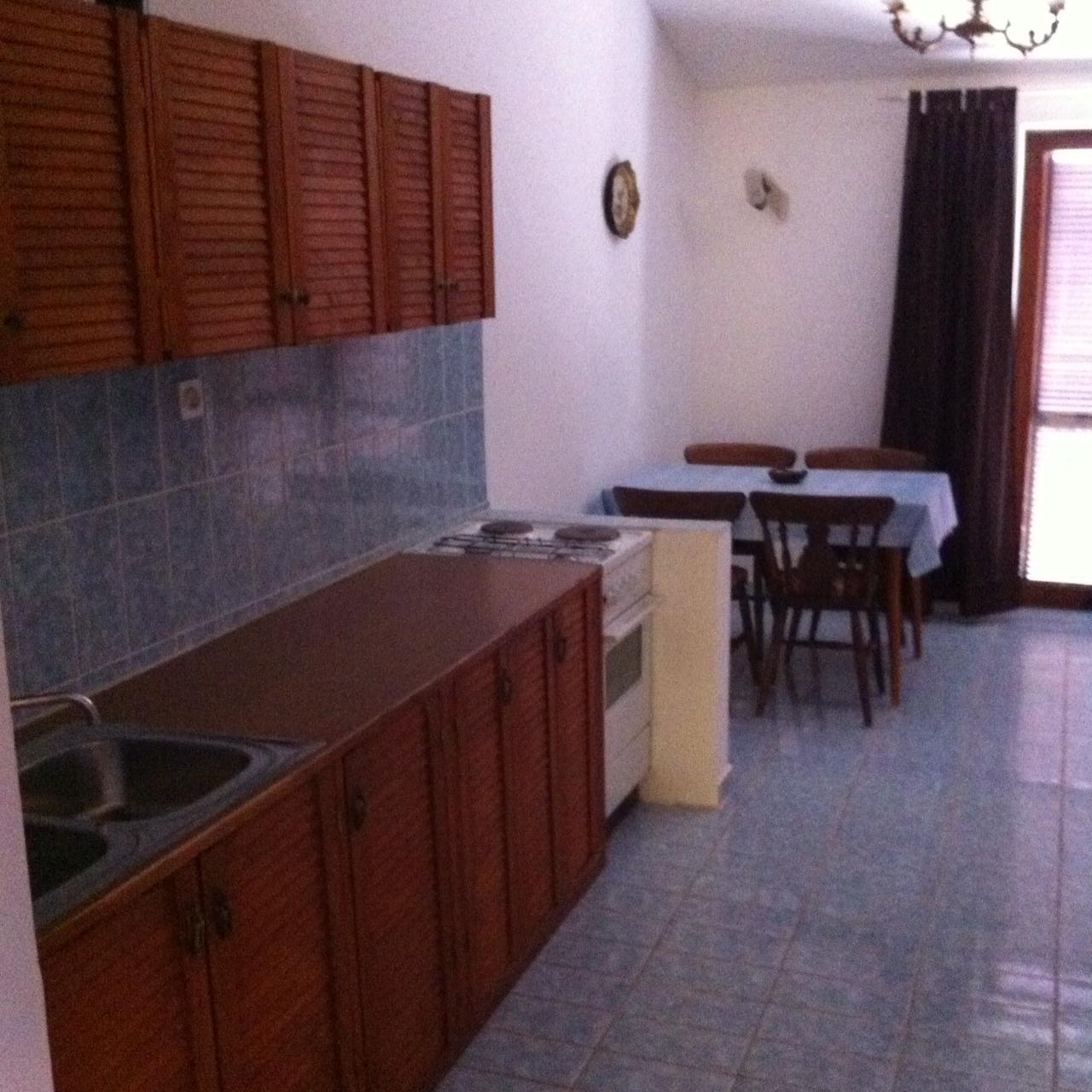 01010TISN - Tisno - Apartmaji Hrvaška - A1(4+1): kuhinja in jedilnica