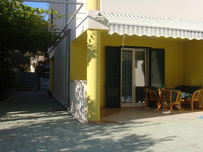 A4 Plavi (2+1): terrace