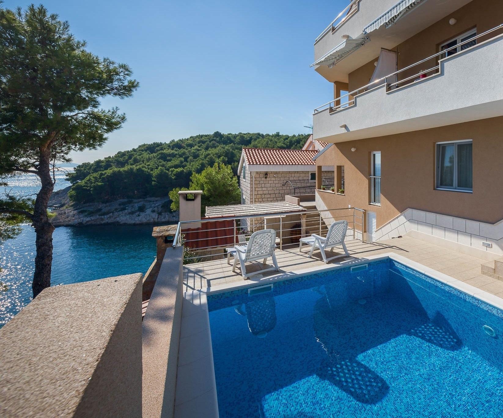 4958 - Baia Osibova (Milna) - Alloggio nelle baie Croazia