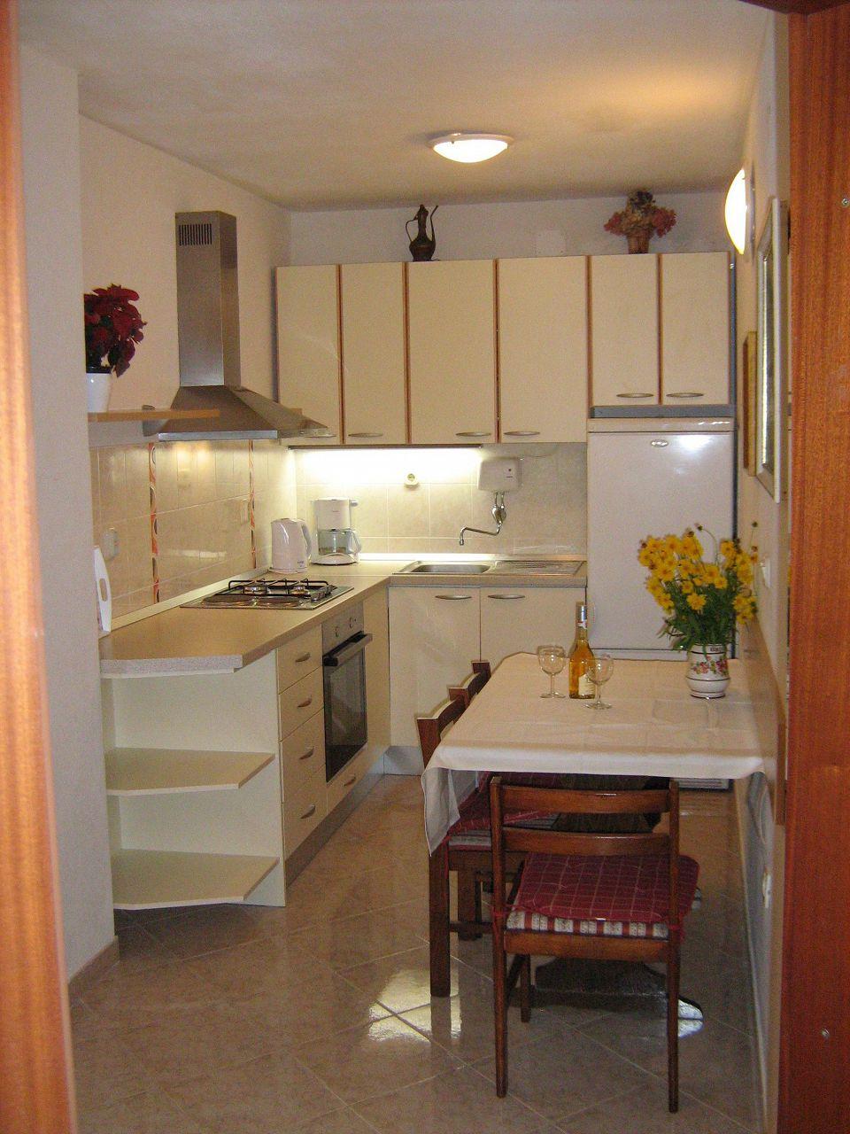 00209PISA  - Pisak - Ferienwohnungen Kroatien - A1 Zapad (2+2): Küche und Speisezimmer